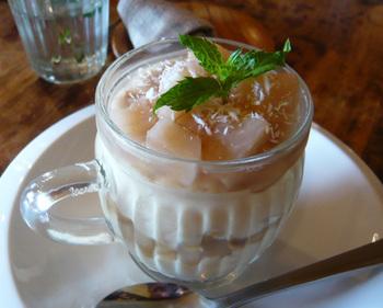 豆乳を使った『桃のパルフェ』。