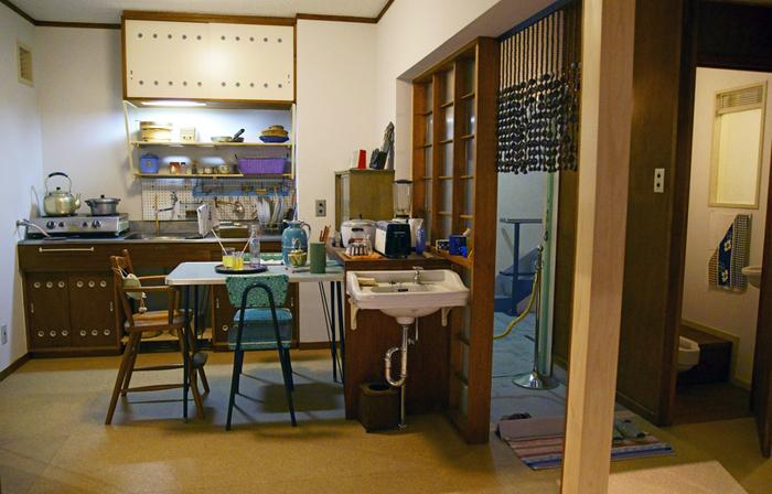 館内を順番に進んで行くと、江戸時代から明治・大正・昭和と時代が移り変わっていきます。昭和30年代に建てられた団地の一室を復元したコーナーを懐かしく思い出す方もいらっしゃるのではないでしょうか?なお、館内に飲食スペースはありませんが建物内にレストランがあります。常設展は再入場できますから、お昼をレストランで済ませて見学を再開するのもおすすめです。