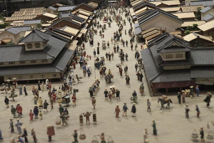 こちらは江戸の町人たちの様子を見ることができる模型。活き活きとした当時の人々の活気が伝わってくるようです。
