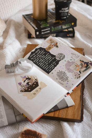 わざわざ買わなくても、おうちに眠っている何気ないノートや、スケジュール帳や手帳だって素敵なアルバムに大変身!思い立ったらすぐできますので、お気に入りのペンやマーカーで自由に作ってみませんか?