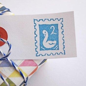 切手を貼らない封筒には、このような、かわいい切手スタンプも、大活躍しそう。