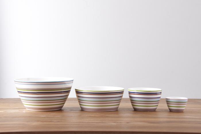 アルゼンチン出身のデザインナーが手掛けた「イッタラ」のオリゴシリーズは、カラフルなマルチストライプが特徴的。 オリゴとはラテン語の「中心」を意味するそうです。モダンなシェイプと太さの異なるカラフルなストライプ模様は、食卓をパット華やかに演出してくれます。こちらのスナックボウルは、サイズのバリエーションが豊富で、プリンやゼリーなどのデザートの器として使ったり、おつまみを入れにもぴったり!また、ソースなどを入れてプレートにのせてもとってもお洒落にお料理を引き立ててくれます。