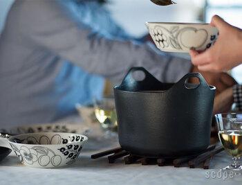 肉じゃがやカレー、シチューなどの煮込み料理は勿論、お米も余裕で5号まで炊くことが出来ます。 また、フタに重みがあるので、吹きこぼれも最小限に抑えてくれます。