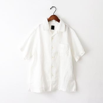 大人っぽくさらっと着こなす。おしゃれで涼しい「半袖シャツ」コーデ