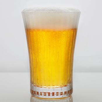ビールを切子のグラスで楽しむのもオツなものです。さり気ない縞模様が大人らしいシックな切子のタンブラーです。