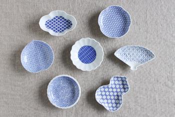 コレクションしたくなる手のひらサイズの豆皿。ひょうたんにひまわり、たんぽぽや梅、木瓜といった自然界のものをモチーフにしたお皿の形がキュートです。