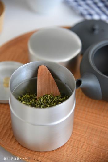 クリップで留めてそのままでも悪くはないけれど、美味しいお茶を楽しむときは道具にだってこだわりたい。美味しさと雰囲気を盛り上げてくれるお気に入りの茶筒を用意して、一日の息抜きを大切にしてみよう。