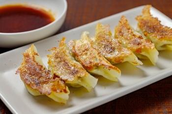 おうちで餃子を食べるなら、タレにもこだわって味のバリエーションを増やしていってみましょう。簡単にできるタレのレシピをご紹介していきます。