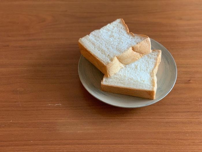 *筆者撮影 看板商品の<鎌倉生食パン>は、とにかくふわふわ、そして口の中いっぱいに甘さが広がります。2斤単位の販売ですが、あっという間に食べ切ってしまいそうです。いつもより厚切りにして、贅沢に芳醇な香りを味わってみてください。1日目はそのまま生で、2日目はトーストして食べると良いそうですよ。冷凍する場合は、一枚一枚空気が入らないようにラップで包んで保存してくださいね。