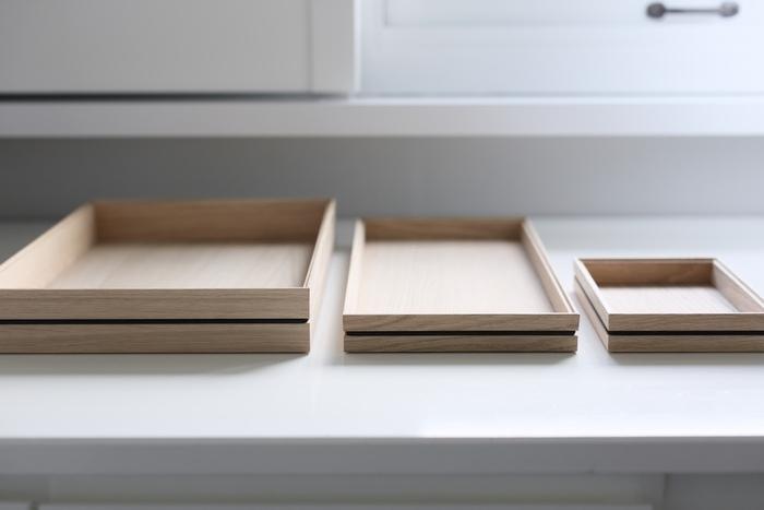 デンマークのインテリア雑貨のブランド「MOEBE(ムーベ)」。ムダをそぎ落としたシンプルな造りに、高い機能性のあるプロダクト造りに定評があります。木目が美しいウッドトレーは、程よい深さがあり細々としたものを収納するのに便利。