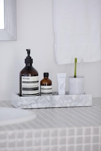 洗面所に設置して、ハンドソープや洗面具グッズをまとめて置いておくのにも便利。ナチュラルな雰囲気のインテリアにもマッチします。