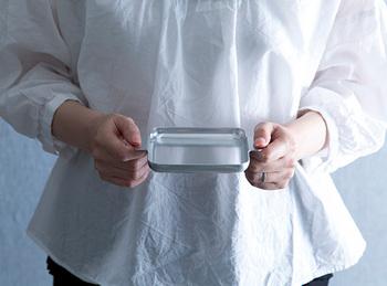 こちらは絶妙なサイズ感のSサイズのトレー。ハンドルが付いているので持ち運びがしやすく使い勝手も良さそう。