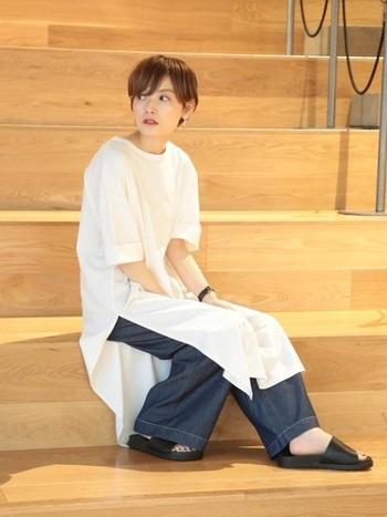 柄物だけでなく、Tシャツのデザインやシルエットでスタイリングを決めるのもおすすめです。カッティングの凝ったデザインTシャツやビッグシルエットなど、丈感や袖の長さを変えるだけで印象も変わります♪そんな、デザインTシャツを使ったコーディネートをご紹介!