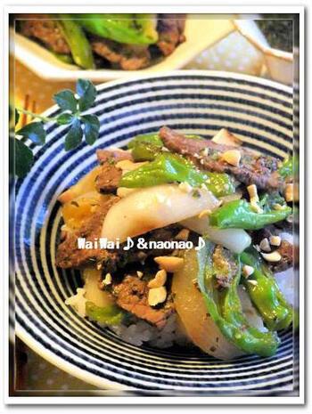 体を温める効果のある食材ばかりを使った焼肉丼は、<しょうが>と大葉を使ったタレでいただきましょう。ガッツリいきたい日にぴったりな、野菜もたっぷりでバランスの良い一品です。