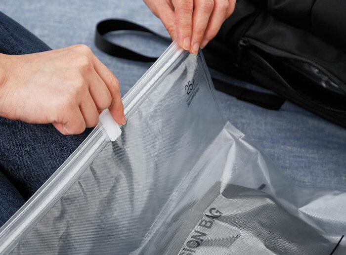使い方はとっても簡単♪衣類を入れたらチャックをして、入り口を閉じた状態にします。