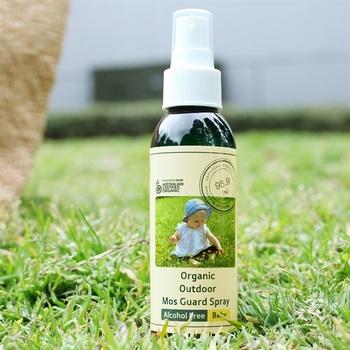 オーガニックシトロネ、ラベンダーなどのオイルを配合した虫よけスプレーで、特に蚊よけの効果を謳っています。アルコールフリーで生後6か月の赤ちゃんから使うことができます。