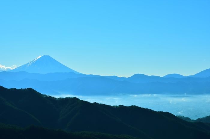 羅漢寺山の山頂にあるパノラマ台駅からは、昇仙峡、甲府盆地を一望できるほか、富士山をも見渡すことができます。季節や天候に恵まれると、雲海から顔を出す富士山を望むこともできます。
