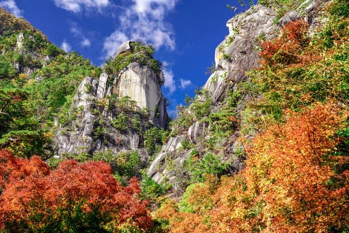 国の特別名勝にも指定されている昇仙峡の景観美は、古くから人々に愛されており、江戸時代の絵師、竹邨三陽(たけむら さんよう)が描いた「仙嶽闢路図」をはじめ、多くの画家や文人たちが昇仙峡の美しさを描いています。