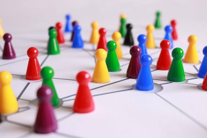 おうち遊びの定番、「テーブルゲーム」。家で過ごす時間の増える「夏休み」の強い味方でもありますね。  遊びとして面白いのはもちろん、ルールや順番を学び守ることで「社会性」を養ったり、家族やお友達との「コミュニケーション」が深まったり、頭や手先を使うことで「知育」にもなったり・・・実はいろんなメリットがあるんですよ*
