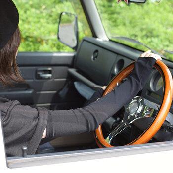 縫い目のないシームレスなので、ストレスフリーな着け心地。 シワになりにくく、コンパクトに収納できるので持ち運びにも便利。ドライブ時やお出かけの時、忘れずに持って行きたいですね。