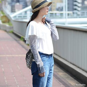 中川政七商店と、日本一の靴下の生産地である奈良の靴下屋さんがコラボしてアームカバーを作りました。落ち着いたナチュラルカラーは主張しすぎることがなく、シンプルなスタイルにも自然に馴染んでくれます。