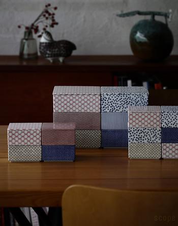 ちょっと珍しい磁器製の重箱。どこか北欧っぽくも見える伝統的な日本の柄が施された正方形の器は、単品でも使えますしスタッキングして重箱としても使えます。