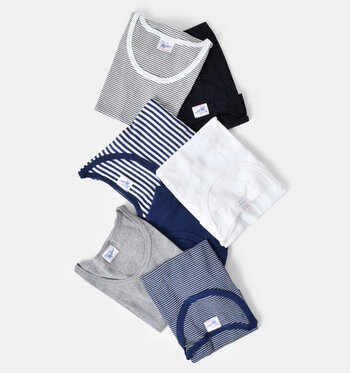 夏本番はこれから! ということで、今回は夏のコーディネートにかかせないTシャツを特集します。  Tシャツを使ったスタイリングを20通り、今買うべきおすすめのアイテムと一緒にご紹介。定番コーデでまわりと差をつけるコツや、今年っぽくアップデートさせる着こなしのポイントなど誰でも簡単に取り入れられるものばかりです!Tシャツは好きだけど、コーディネートがマンネリになってしまうという方も必見!  夏の間、思う存分Tシャツコーデを楽しむために、ぜひ参考にしてみてください。
