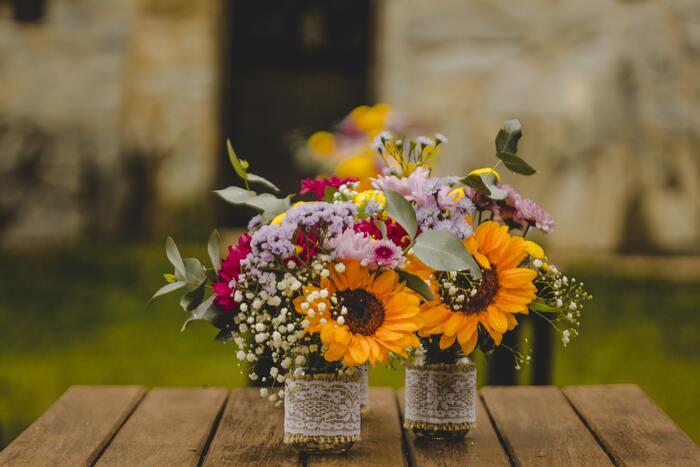 大輪のお花はほかのお花と合わせるのが少し難しいかなと考えがちですが、こんな風にお花の大きさをあえて揃えずにアクセントとして使うのも素敵。可愛らしいひまわりに視線が集まります。