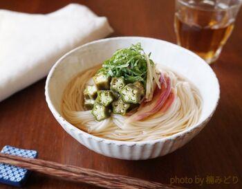「オクラみょうがの和ピクルス」は、作り置きしておけば夏のお料理にぴったり。そうめんだけでなく、冷ややっこやお蕎麦などにもぱっとのせれば、あっという間に料理が華やかに。