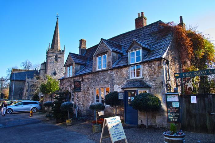 中世の面影を色濃く残すコッツウォルズ地方南部に位置するレイコックは、ナショナル・トラストに指定されている村です。ここは、映画「ハリー・ポッター」シリーズのロケ地となったことでも有名な村です。