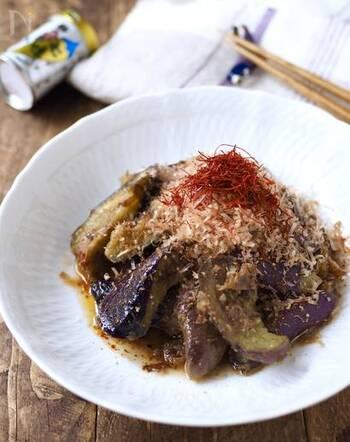 辛いものが食べたい時は、山椒と七味ダブルの辛さがクセになるこちらのレシピをどうぞ!レンジを使って5分もあれば作れて便利です。お酒にもあうので、サッと作れるおつまみとしても優秀な一品。