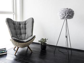 デンマークで活躍するデザイナーが集結し立ち上げられたブランド、「UMAGE (ウメイ)」。幾重にも重なるデザインが特徴の、フロアランプやペンダントランプが多く、若者を中心に人気を博しています。