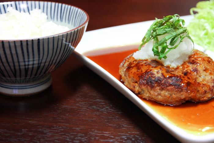 醤油やポン酢のさっぱり味が人気!「和風ハンバーグソース」の作り方&アレンジレシピ