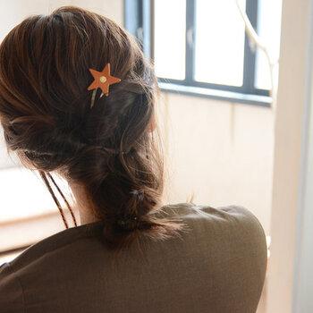ヘアアレンジの結び目の近くに差し込んだり、ダウンスタイルに複数使いしてもおしゃれにキマりますよ♪