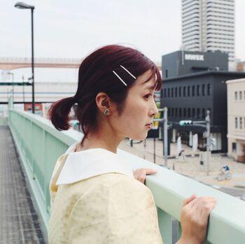 前髪を留めたりおくれ毛を押さえたり、2本セットで使うことでこなれ感たっぷりなヘアアレンジが叶います。