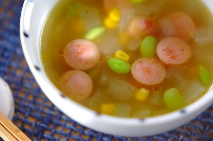 プチプチ食感が楽しい「枝豆スープ」はコンソメ風味で美味しい!枝豆のグリーンとコーンの黄色で見た目も楽しいレシピです。