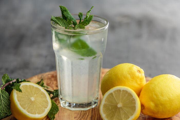 ジュースや炭酸、ジンジャーエールの上に浮かべて、見た目も風味も爽やかに。夏はコーヒーやココアなどに合わせるのもおすすめです。