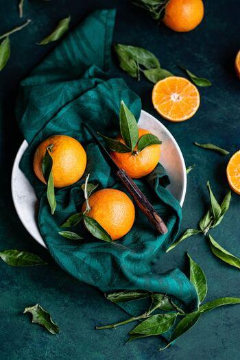 ジューシーな柑橘系は、親しみやすい爽やかな香りで、気分をリフレッシュしたい時におすすめです。 ※柑橘系の中には肌に直接つけて紫外線に当たるとダメージを与える性質をもつ種類もあるので十分注意ましょう。  ・ベルガモット ・レモン ・スイートオレンジ ・マンダリン ・柚
