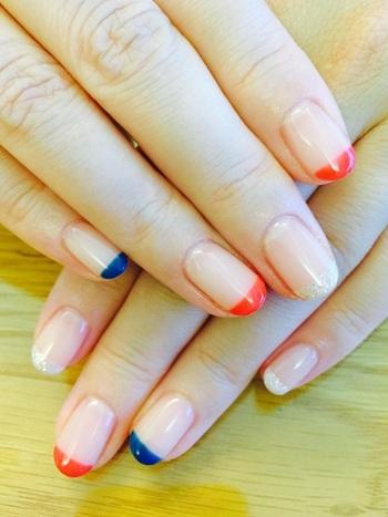 シルバー・レッド・ネイビーを爪先にサッとひと塗り。レッドは朱色、ネイビーは藍色っぽいものを選ぶのが和風っぽく見えるポイントです♪