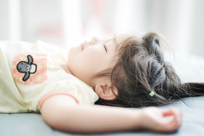 そこで、知っていると安心な「子供に適した睡眠環境」のヒントをご紹介します。ぜひ一つずつお試しくださいね。