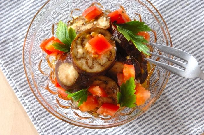 肉の臭み消しとして使ったり、ドレッシングに入れたり、煮込み料理に加えたり。衣に混ぜて揚げるなど、幅広い料理に使える万能選手。夏野菜との相性もいいので、トマトやナスが入った料理に使ってみてくださいね。