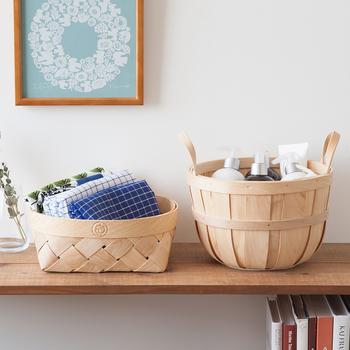 """天然木を編み上げた北欧テイストのナチュラルなバスケット。布物やコスメなど、お部屋の中の細々としたものを収納するのに便利です。人気キャラクター""""イヤマちゃん""""印もさり気ないワンポイント!"""