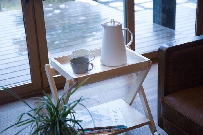 サイドテーブルや収納棚など、おうちの中でマルチに活躍してくれるワゴン。2つの天板は取り外し可能なので、テーブルやトレーなど用途によって使い分けることができます。キャスター付きなので、移動も楽らく♪