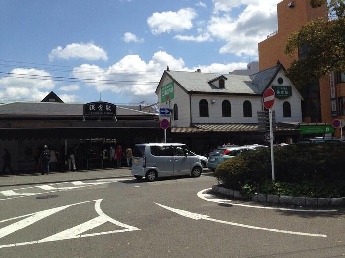 鎌倉駅西口は観光客で賑わうというイメージよりは比較的のんびりしていて地元に密着している地域です。改札を出て左手に進むと御成商店街があります。御成商店街は、最近新店舗進出が目立つ要注目のエリアです。