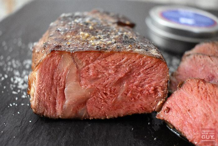 ダウンタイムはステーキだけでなくローストビーフなどの大きな塊肉を焼くときにも使える技です。焼き方さえしっかりマスターしておけばお家でも驚くくらい美味しいステーキをいただくことができますよ。基本をしっかり守って是非試してみてくださいね。