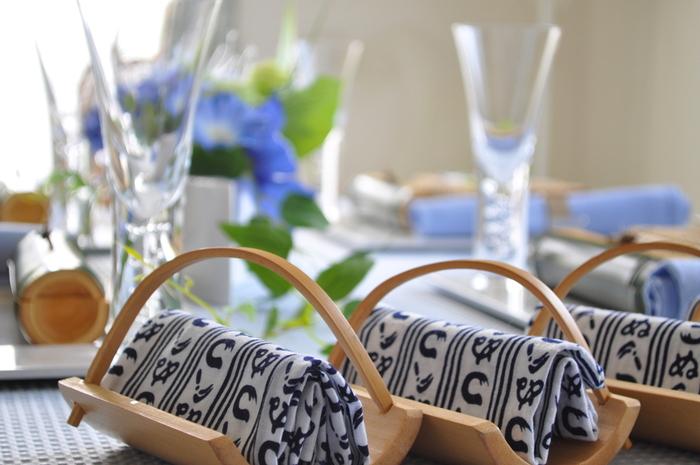 竹をお皿にしたりお手拭きを手ぬぐいにしたりと、和と涼を感じさせます。夏のテーブルコーディネートに取り入れたい色選び。