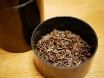 「ほうじ茶」は、焙じることによって効能がマイルドになりますが、ほぼ緑茶と同じです。カフェインが苦手な人、また子供には「ほうじ茶」が断然おすすめです。