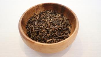 香ばしくて美味しい「ほうじ茶」、手持ちの緑茶を使って家庭でも作ることができます。頂き物などある際に、飲みたい分だけ作れるのがいいですね。