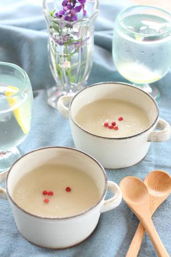洋風ではなく白味噌を牛乳でのばして和風なポタージュに仕立てた「なすの白みそポタージュ」。とろりと美味しい一品です。