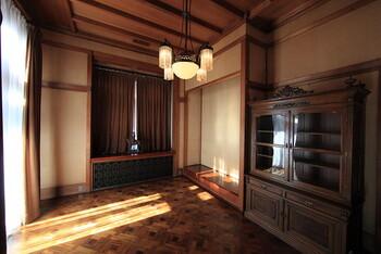 「アール・デコ」に触れる館へ。直線とパターンが生み出す美しい幾何学模様